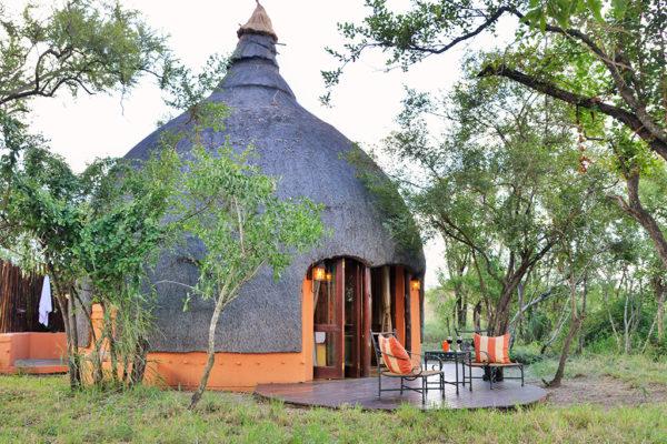 hoyo-hoyo-accommodation-outside-1