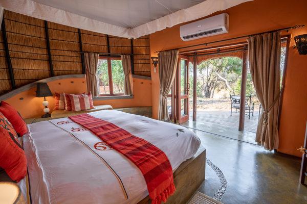 Hoyo-Hoyo-Safari-Lodge-Room-outside-view